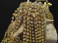 Zlatá borta štrasová ČIRÉ kamínky 4mm