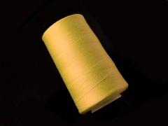 Tmavě žluté nitě PES 5000y HARD tmavě žlutá niť,  1cívka koton