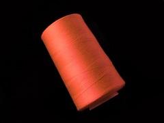Oranžová nitě PES 5000y HARD ČERNÁ niť,  1cívka koton