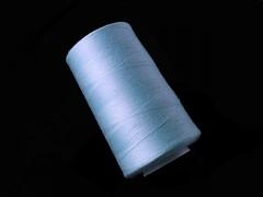 Světle modré nitě PES 5000y HARD větle modrá niť,  1cívka koton