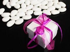 Italské svatební mandle v krabičce CYKLÁMOVÁ mašle
