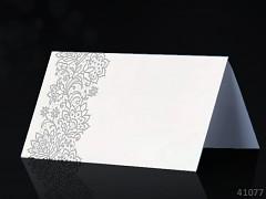 Svatební jmenovka ke stolu BÍLÁ se stříbrným ornamentem