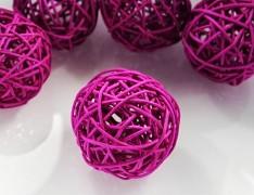 RŮŽOVÁ CYKLÁM ratanová koule 6cm k dekoraci přírodní materiál pedig