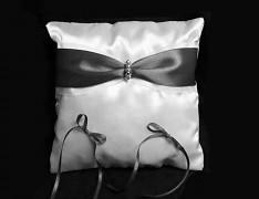 ČERNÝ polštářek pod prstýnky s mašličkou a kamínky