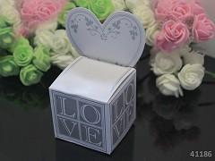 """BÍLÁ """"LOVE"""" dárková krabička s jmenovkou na svatební mandle, 1ks"""