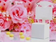 BÍLÁ dárková krabička ŽIDLIČKA na svatební mandle
