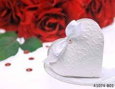 BÍLÁ dárková krabička SRDCE na svatební mandle