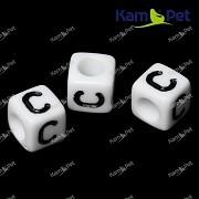Bílé korálky písmena C korálek písmenko C písmenka