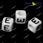 Bílé korálky písmena E korálek písmenko E písmenka