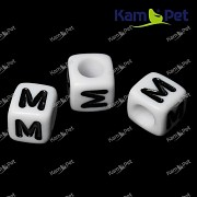 Bílé korálky písmena M korálek písmenko M písmenka