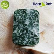 Zelený stromečkový achát kámen na náhrdelník šperkový přírodní minerál