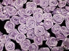 SVĚTLE FIALOVÉ saténové růžičky k zdobení,  bal. 10ks